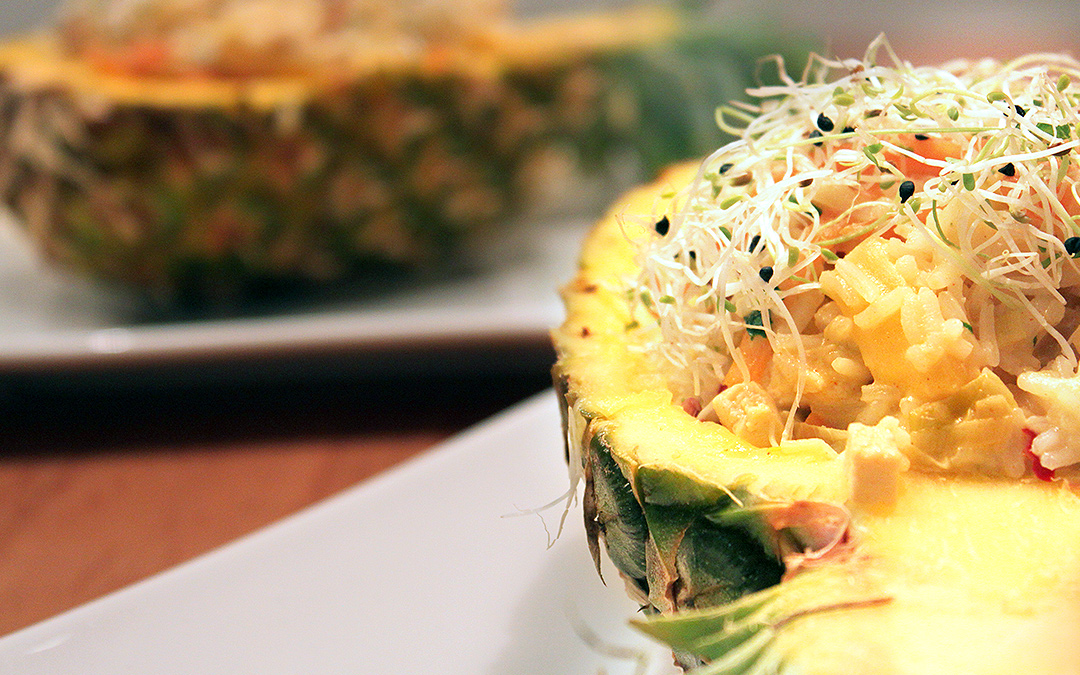 Pikant gefüllte Ananas