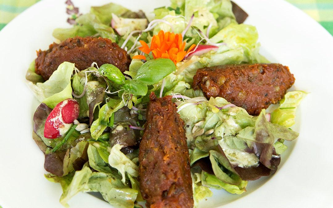 Linsen-Nocken mit knackigem Salat